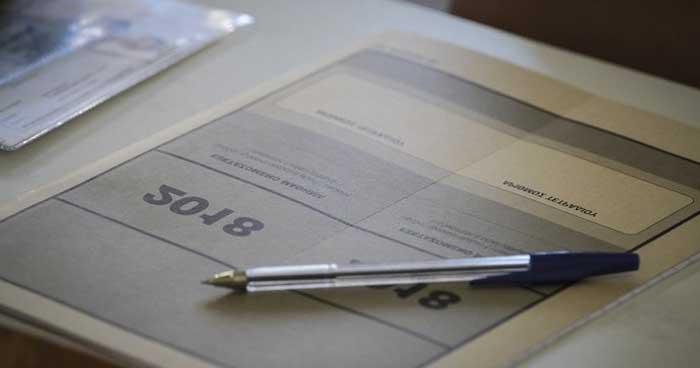 Επίδειξη γραπτών Πανελλαδικών Εξετάσεων - Εικόνα: www.foititikanea.gr